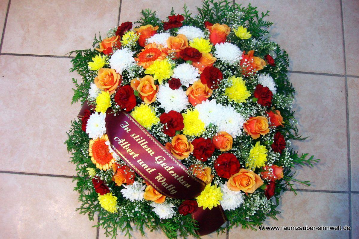 Trauerkissen mit bunten Sommerblumen