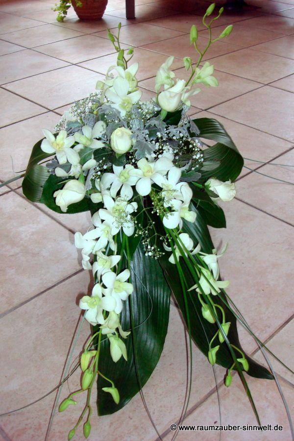 Urnenschmuck mit Orchideen (Dentrobien) und Rosen