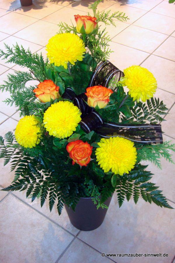 Trauerstrauß mit Rosen und Chrysanthemen