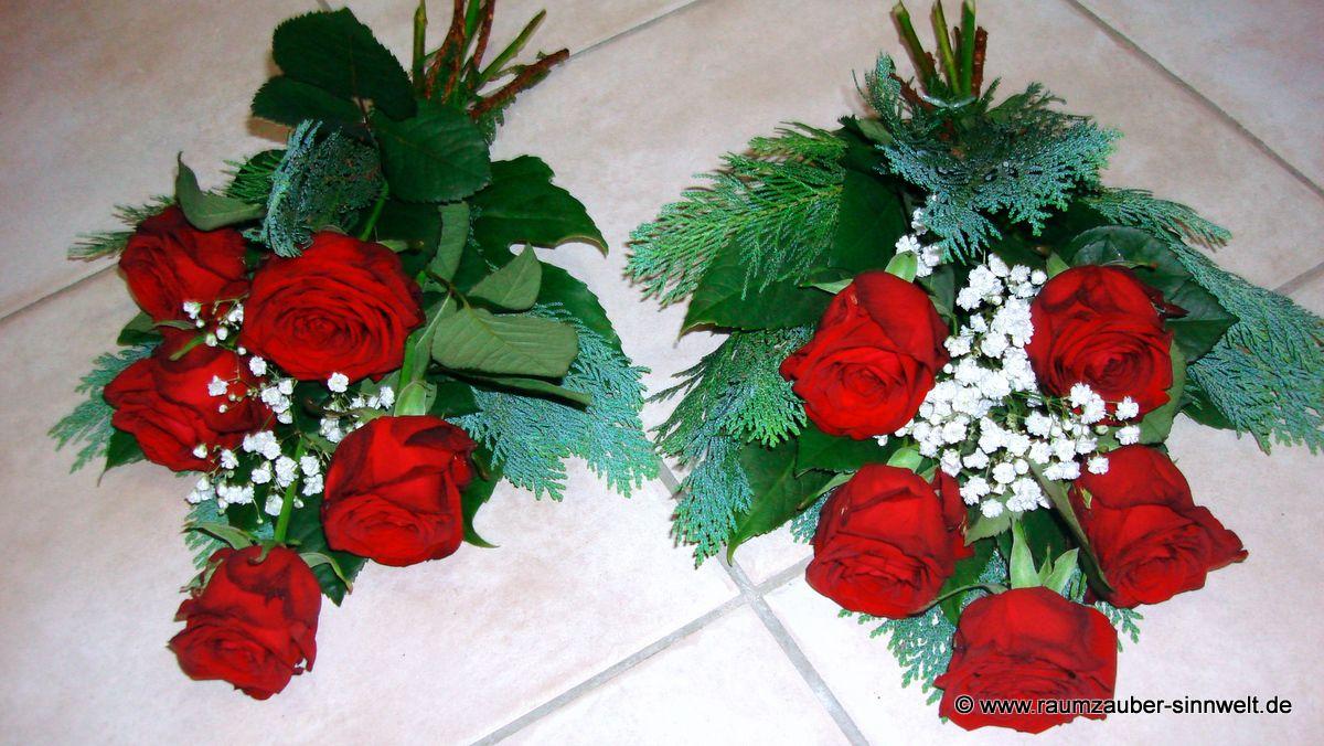 Trauerstrauß mit roten Rosen