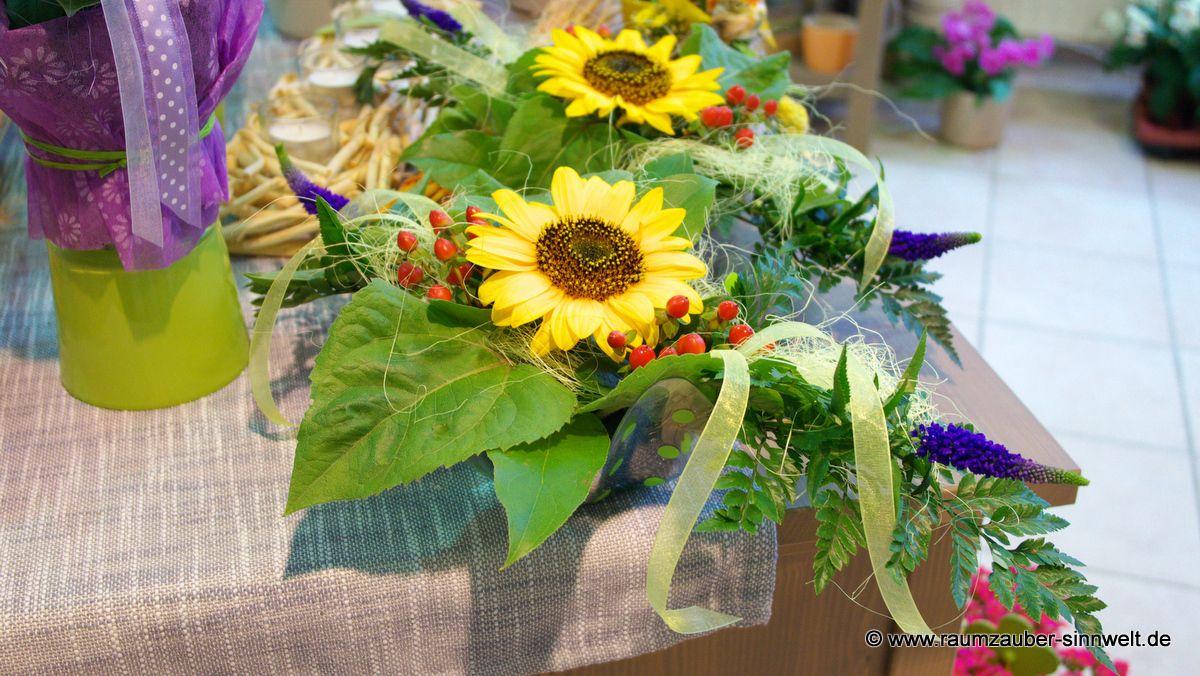 Tischdekoration mit Sonnenblumen