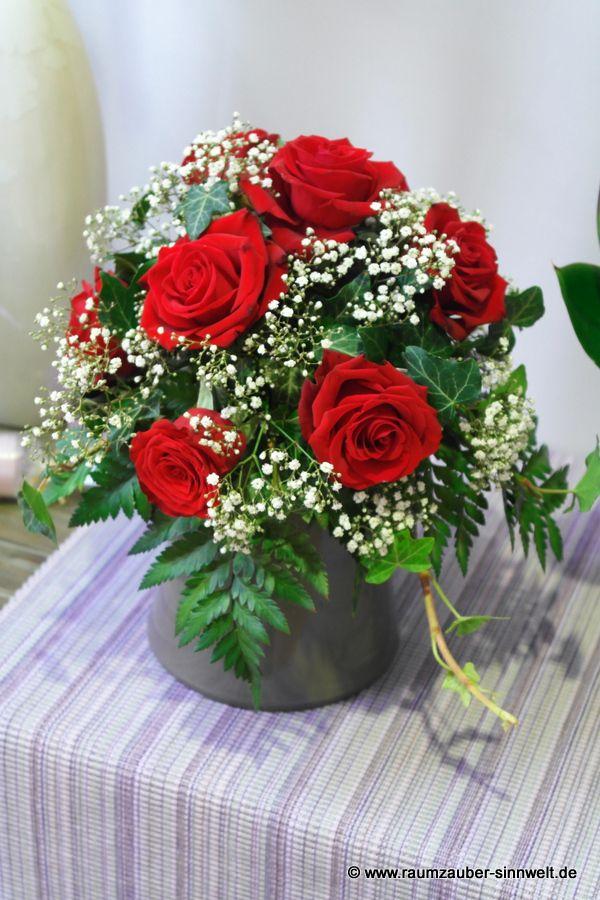 Urnenschmuck mit roten Rosen