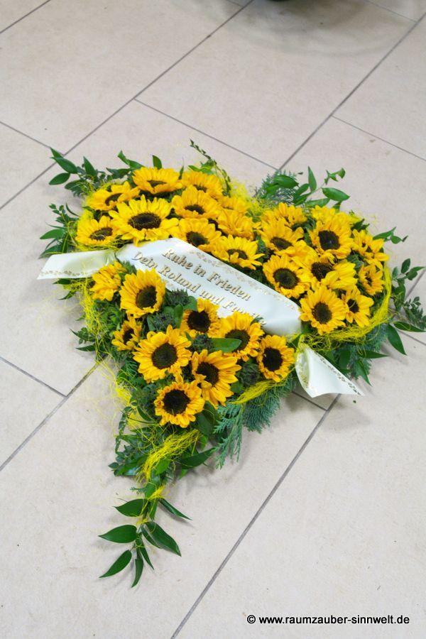 Trauerherz mit Sonnenblumen