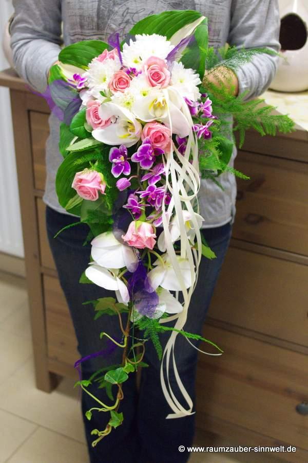 Brautstrauß mit Rosen, und Orchideen