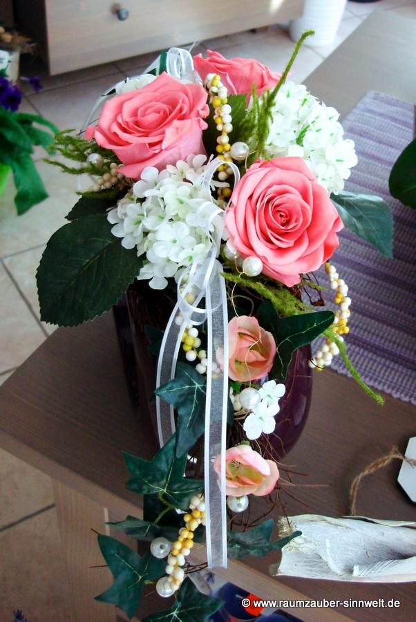 Trockendekoration mit gefriergetrockneten Rosen