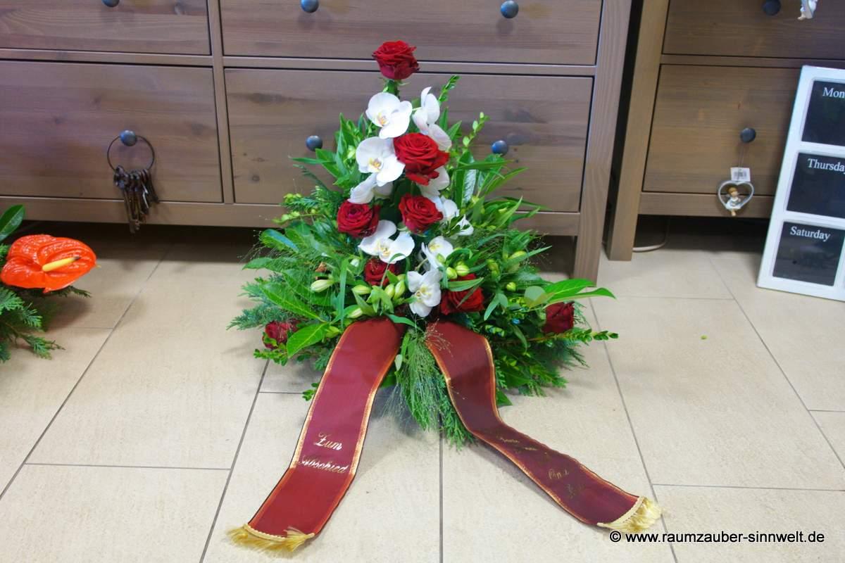 Trauergesteck mit Rosen und Orchideen