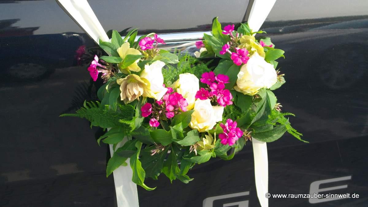 Heckschmuck mit Phlox und Rosen