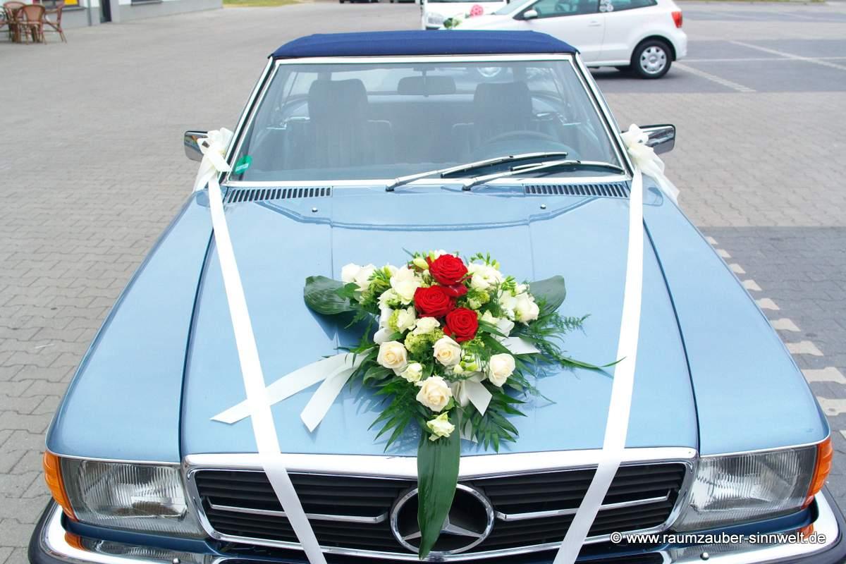Autoschmuck mit Rosen