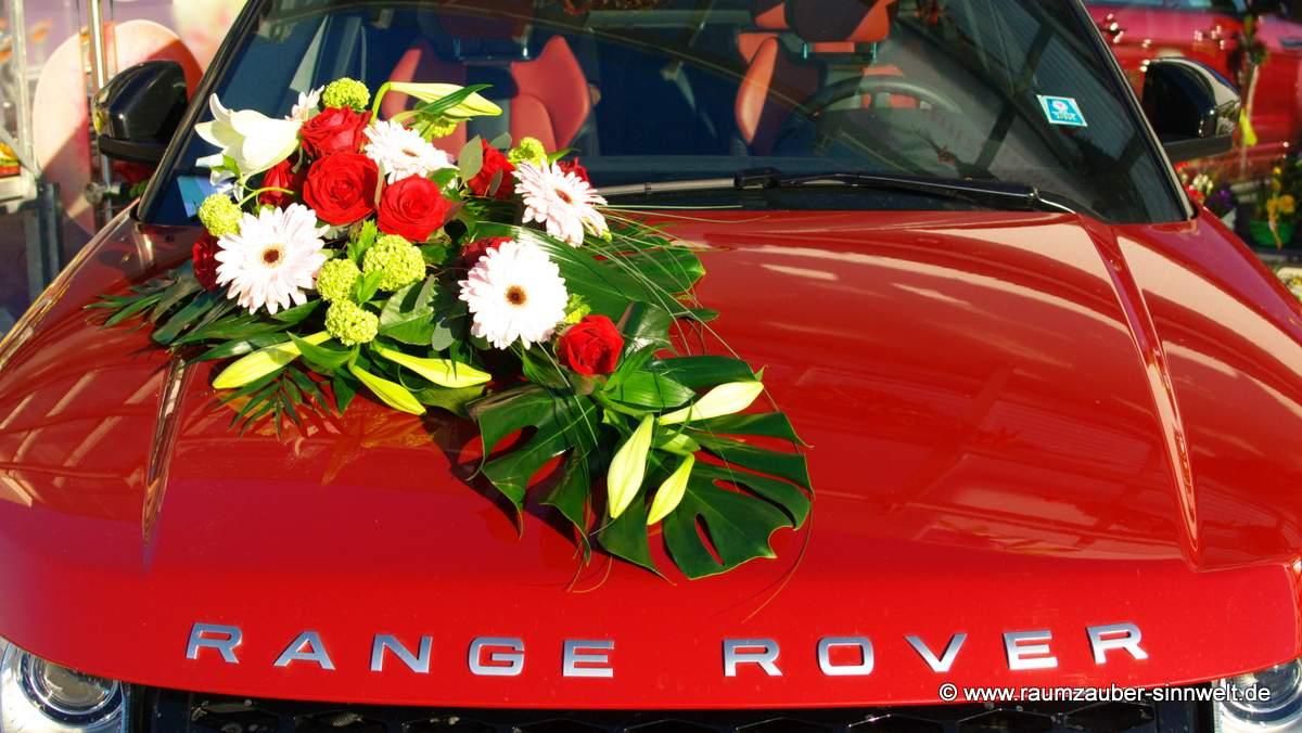 Autoschmuck mit Lilien Gerbera und Rosen