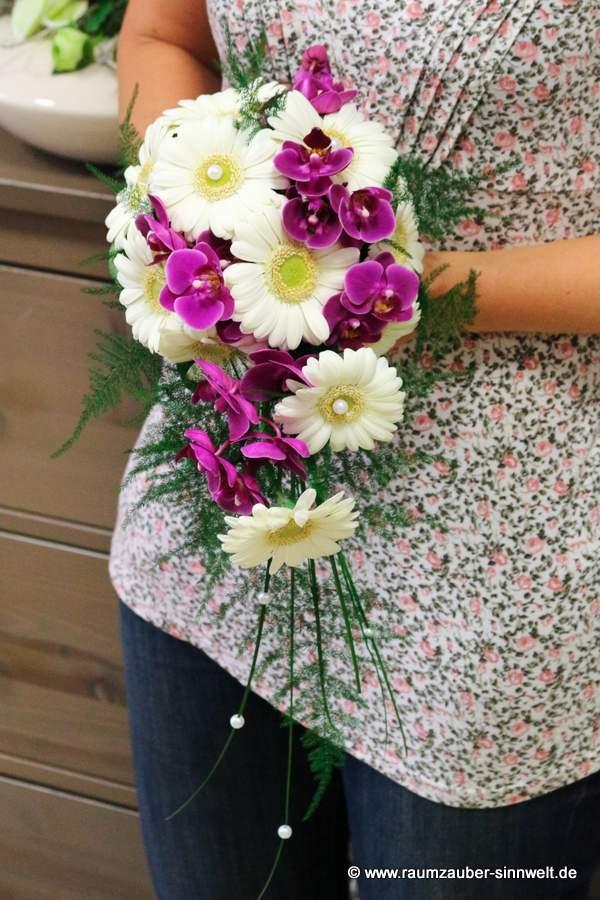 Brautstrauß mit Gerbera und Orchideen