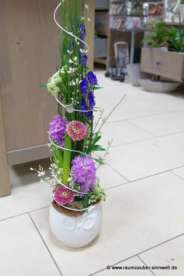 Blumengestecke mit Frühlingsblumen