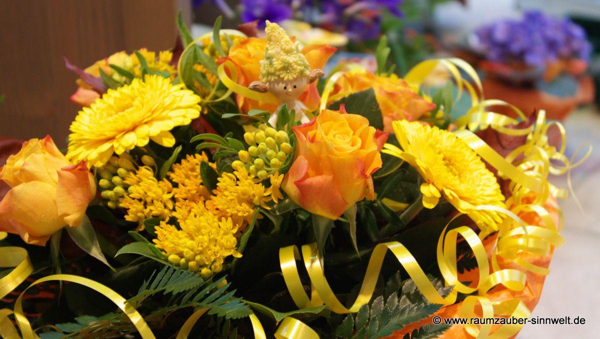 Blumenstrauß mit Deko-Figur