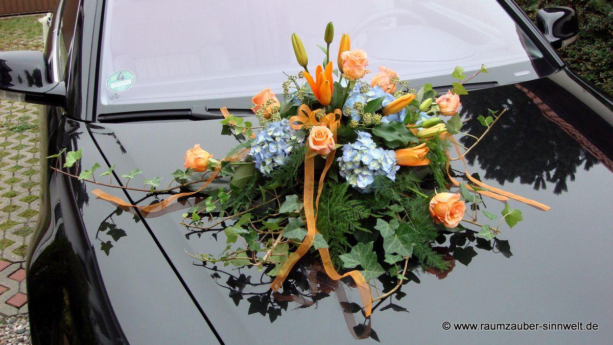 Autoschmuck mit Lilien, Hortensien und Rosen