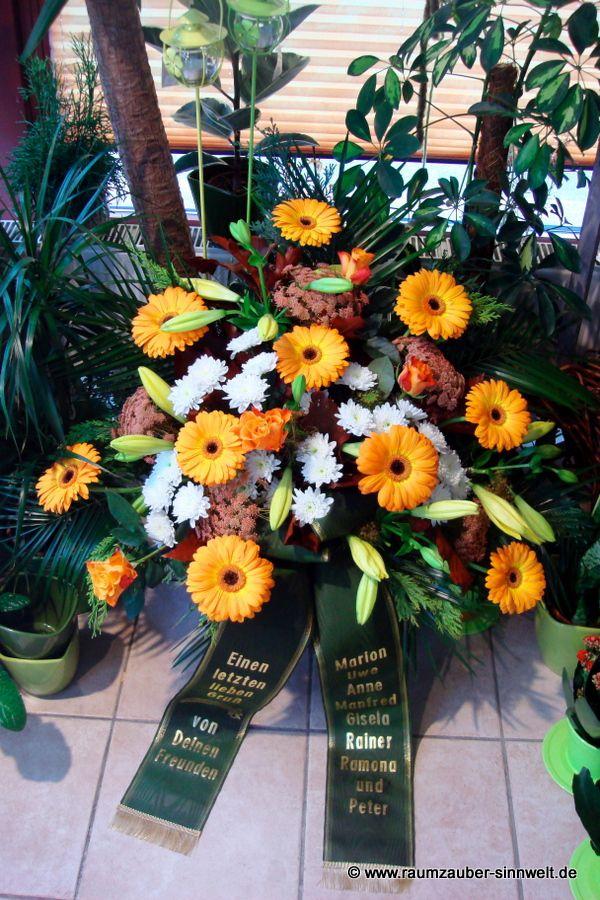 Trauergesteck mit Lilien, Gerbera, Rosen und Chrysanthemen