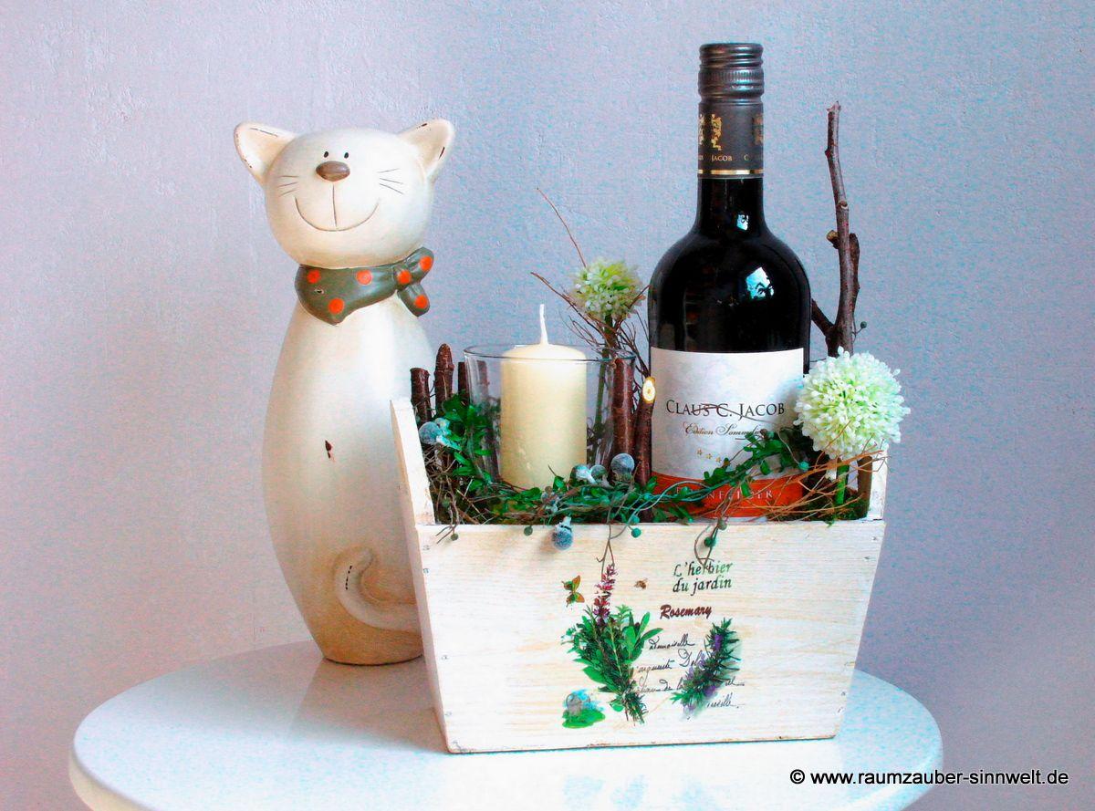 Weinkistchen und Naschkatze