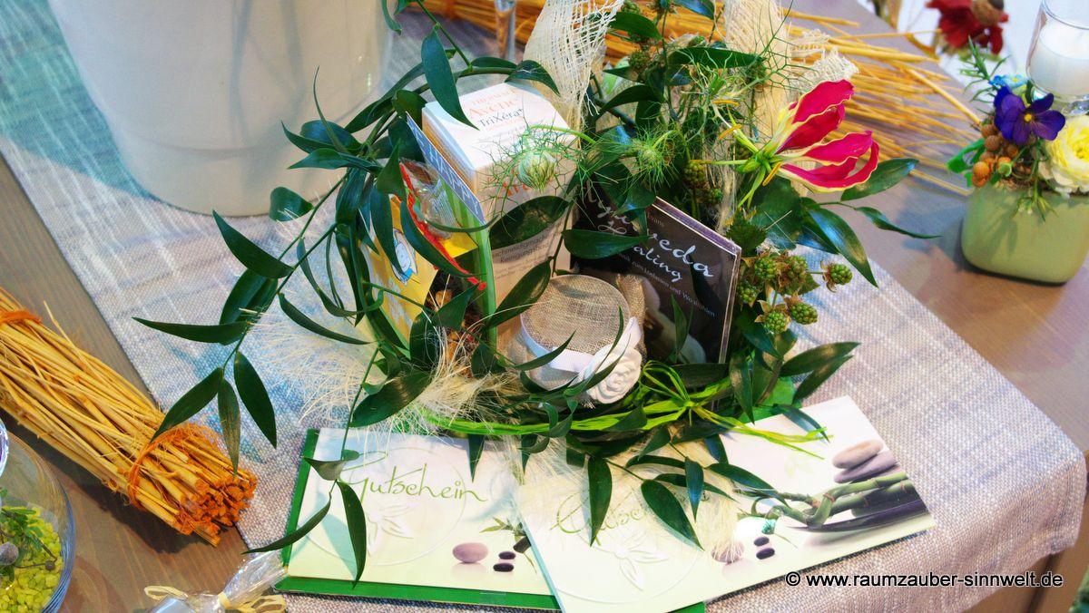 Gutscheine floral verpackt