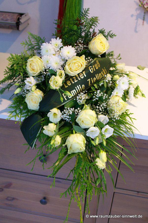 Trauerstrauß mit Rosen, Eustoma und Chrysanthemen