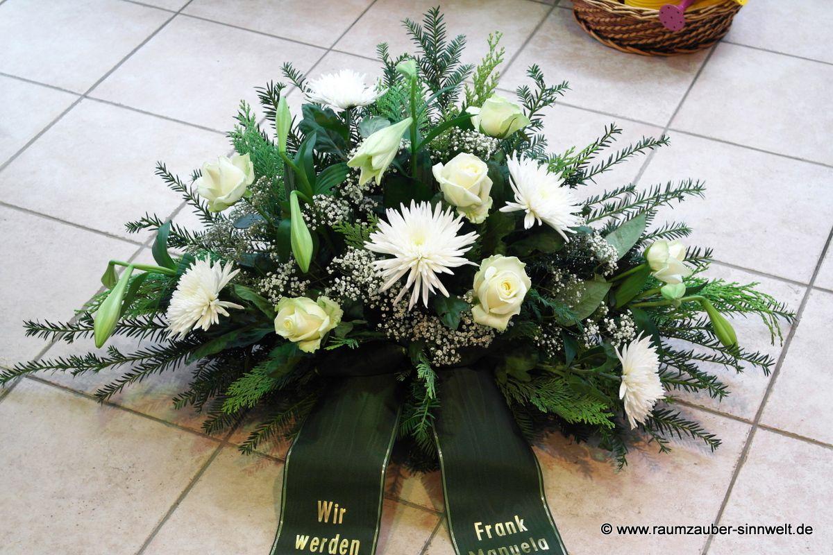 Trauergesteck mit Lilien, Rosen und Chrysanthemen