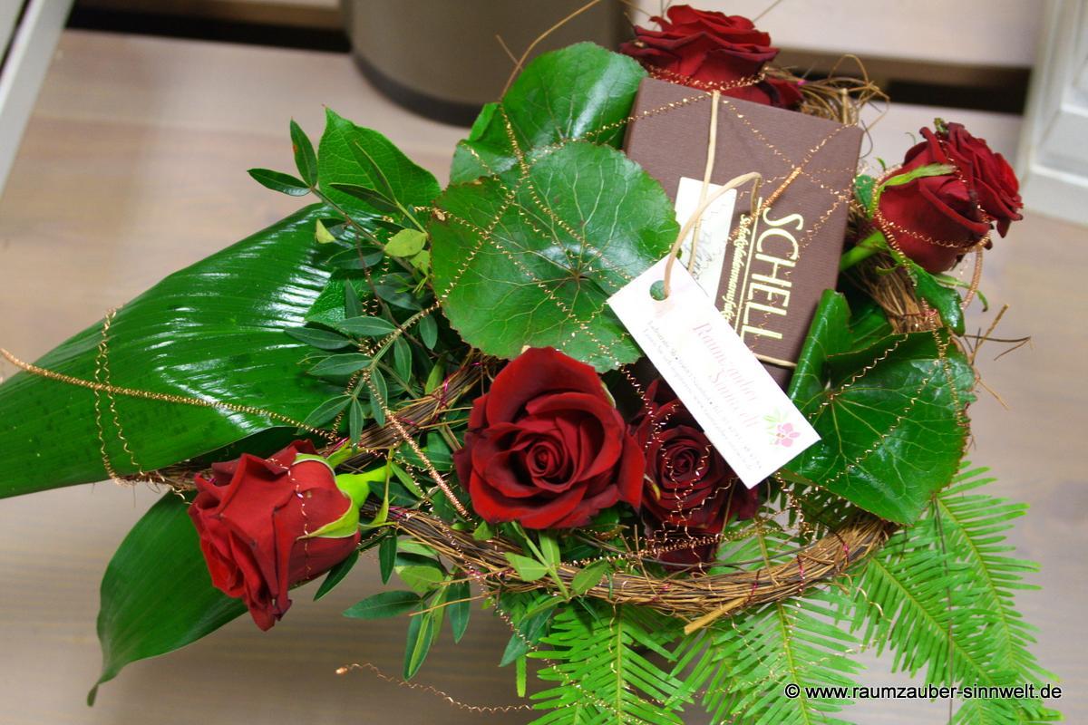 Rosenstrauß mit Schokolade von SCHELL