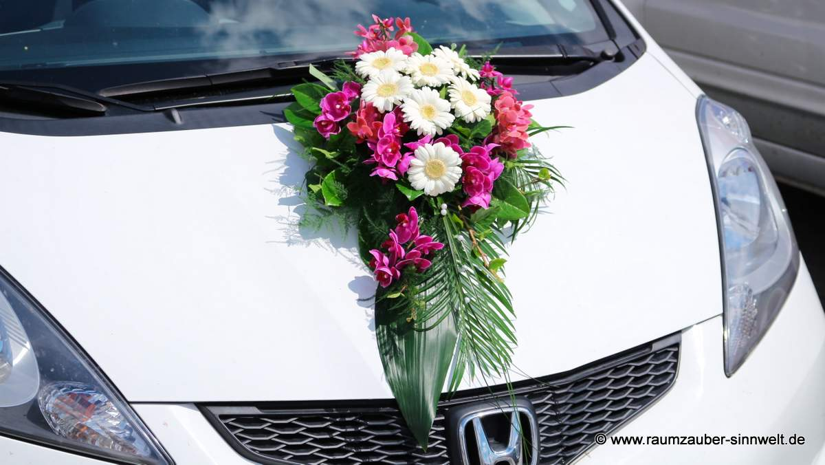Autoschmuck mit Gerbera und Orchideen