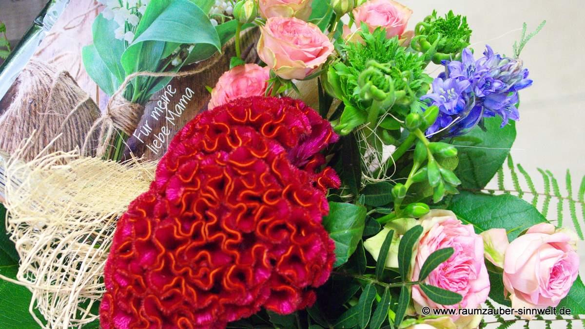Blumenstrauß mit Teepostkarte