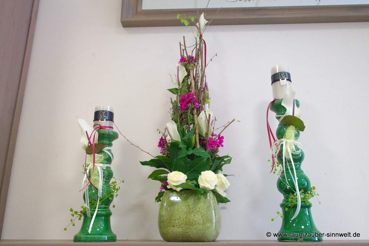 Altarschmuck mit Rosen und Phlox