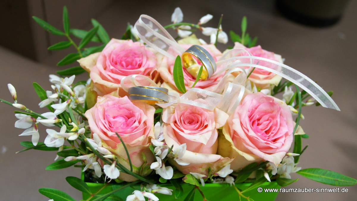 Ringkissen mit Rosen