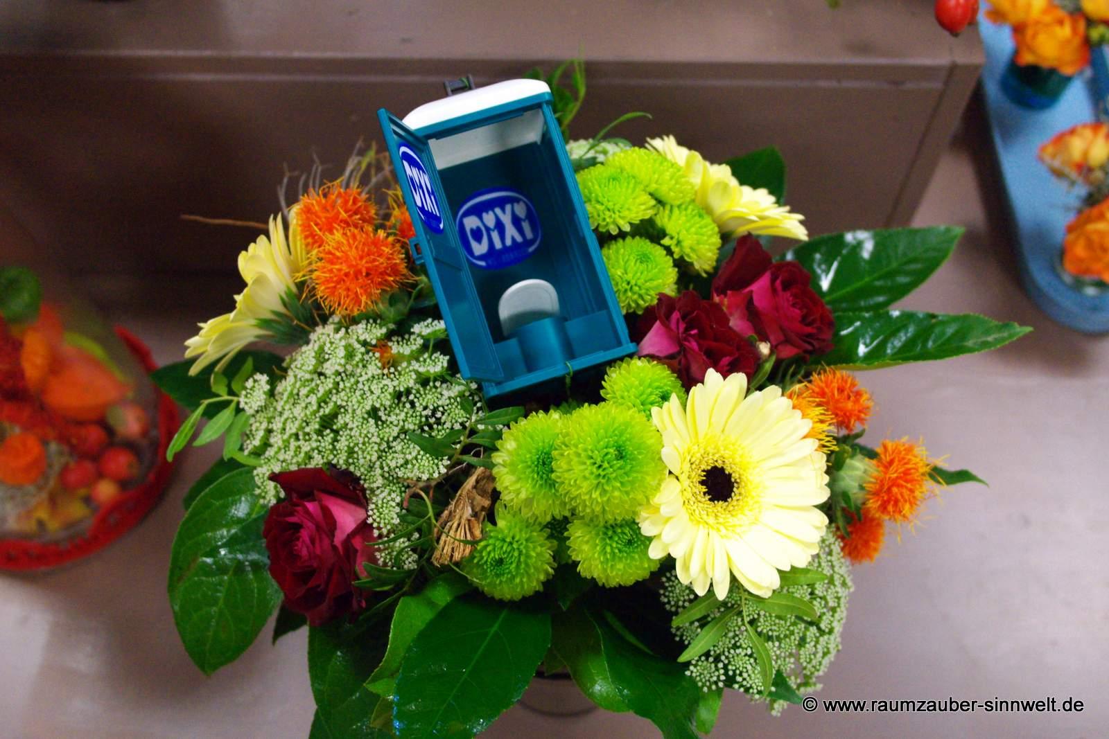 Blumenstrauß mit passendem Accessoire des Unternehmens DIXI