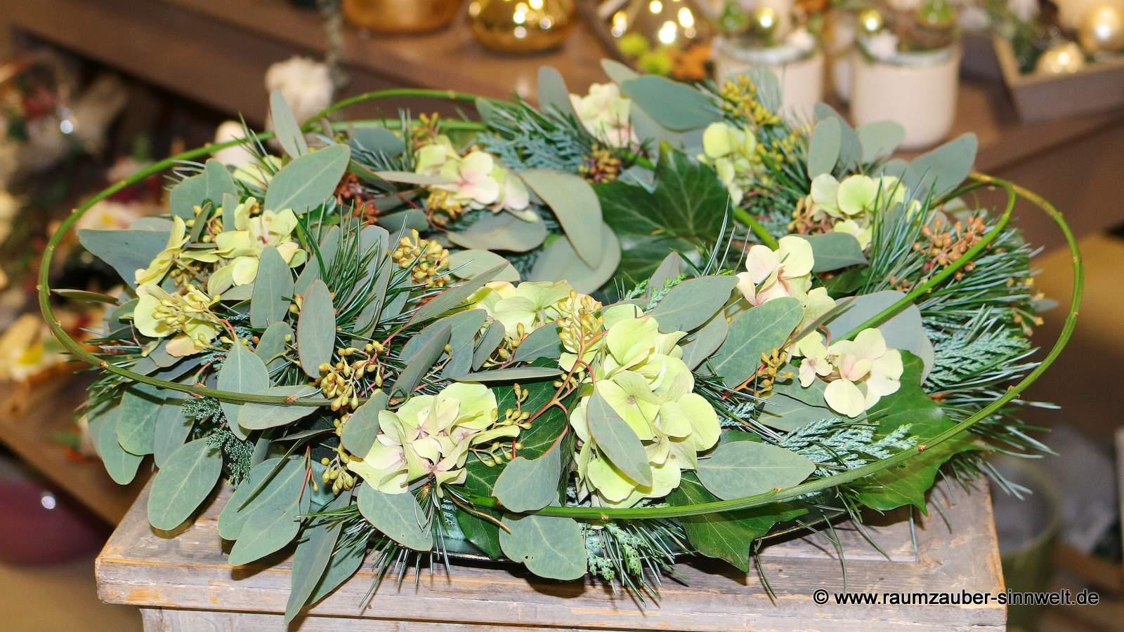 Blumengesteck mit Eukalyptus und Hortensie