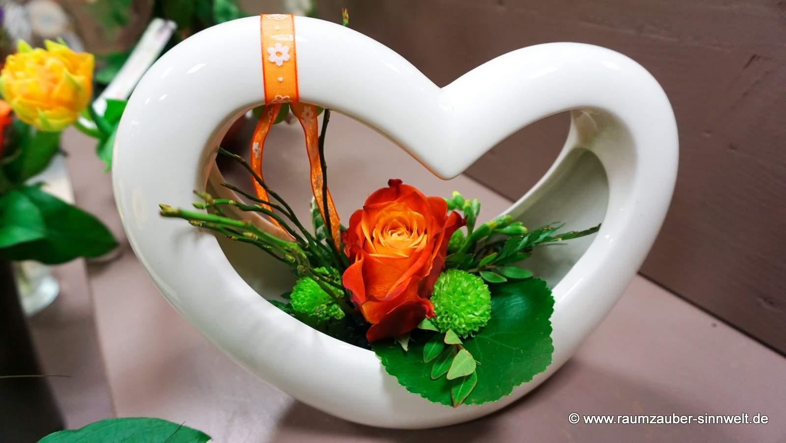 Blumengesteck mit Rose in TIZIANO Keramik