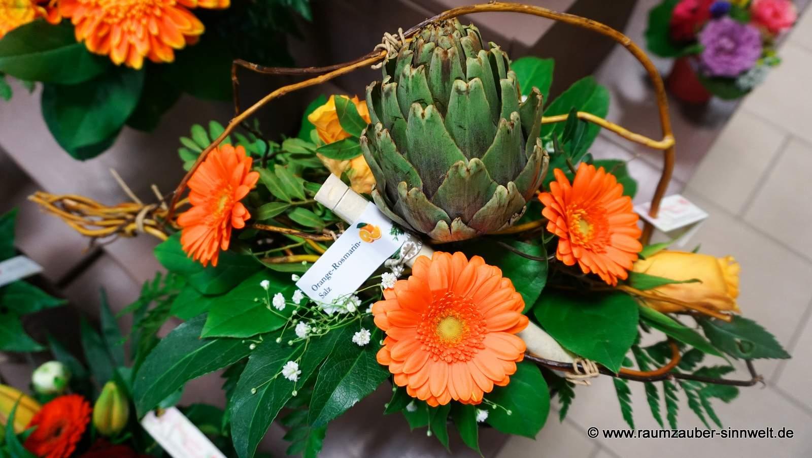 Blumenstrauß mit Gewürzröhrchen