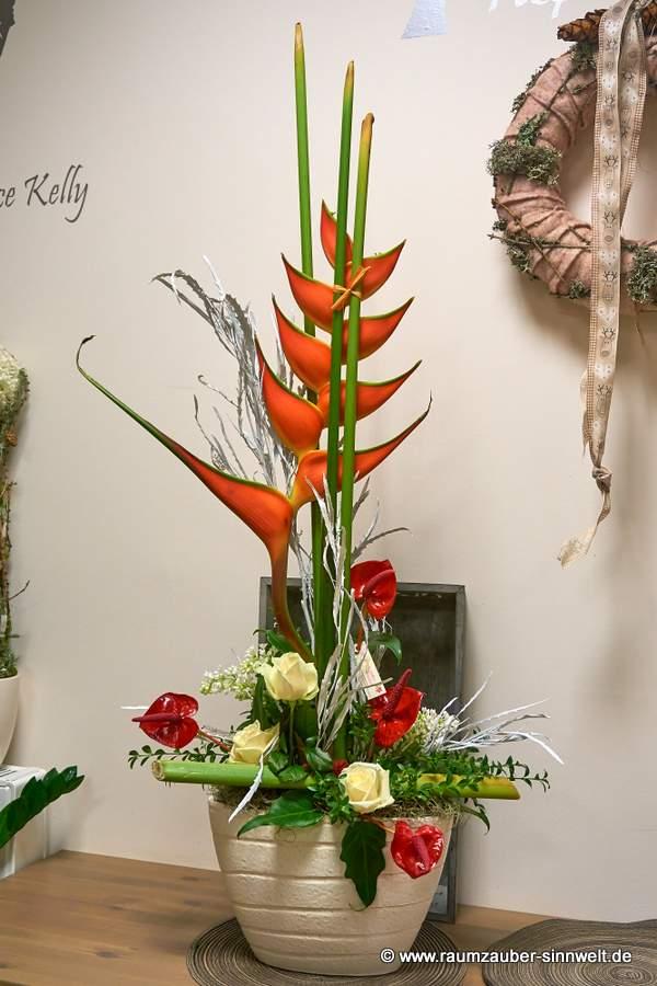 Blumengesteck mit Exoten