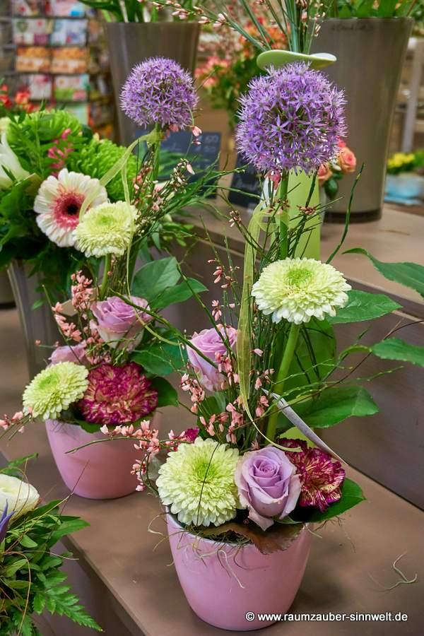 Blumengestecke mit Allium und Gerbera