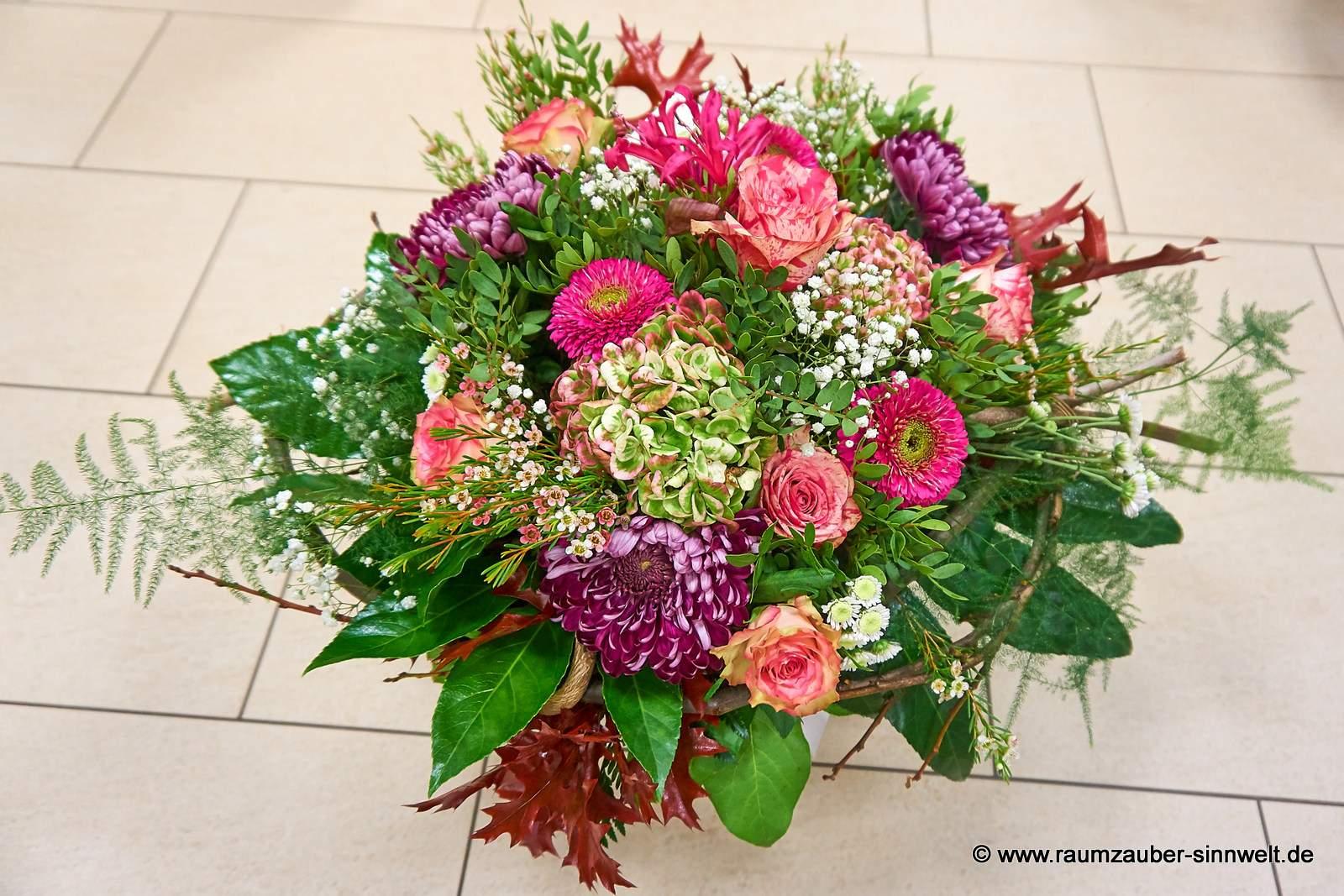Strauß mit Rosen, Hortensien, Gerbera und Chrysanthemen