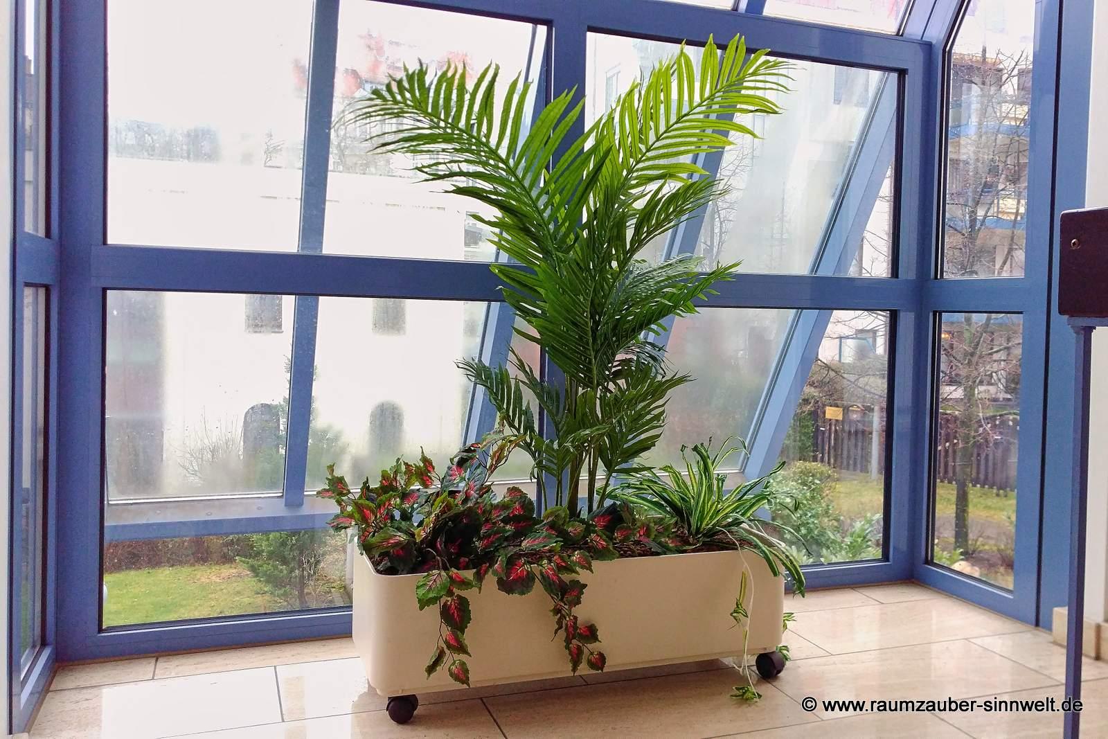 künstliche Bepflanzung im Treppenhaus