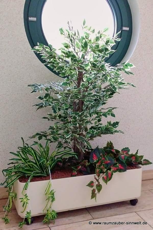 künstliche Bepflanzung im Dachgeschoss