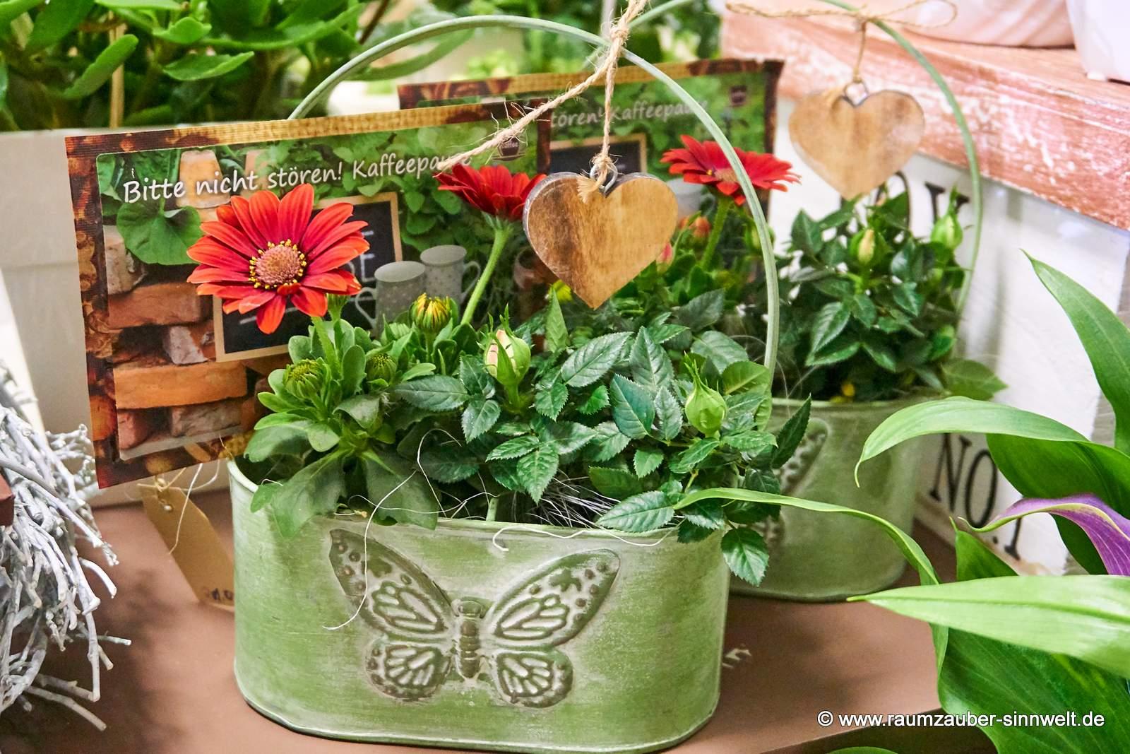 bunter Pflanzengruß mit Kaffeepostkarte