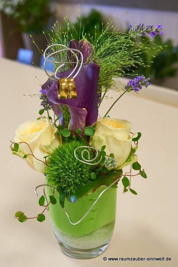 Ringkissen mit Rosen, Calla und Lavendel