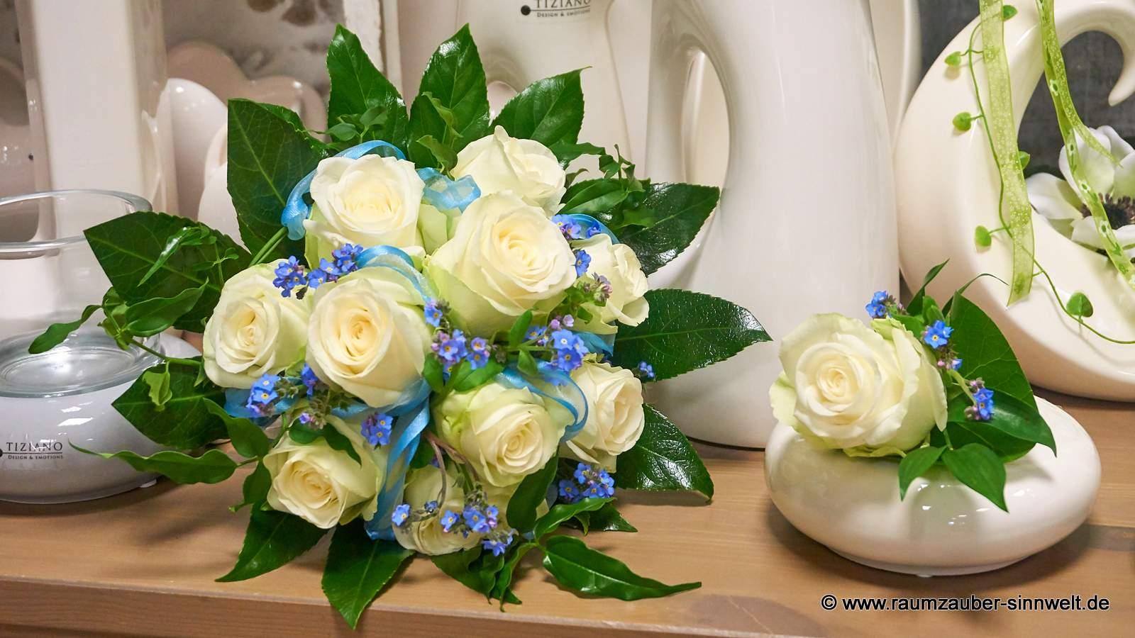 Brautstrauß und Herrenanstecker mit Rosen und Vergissmeinnicht
