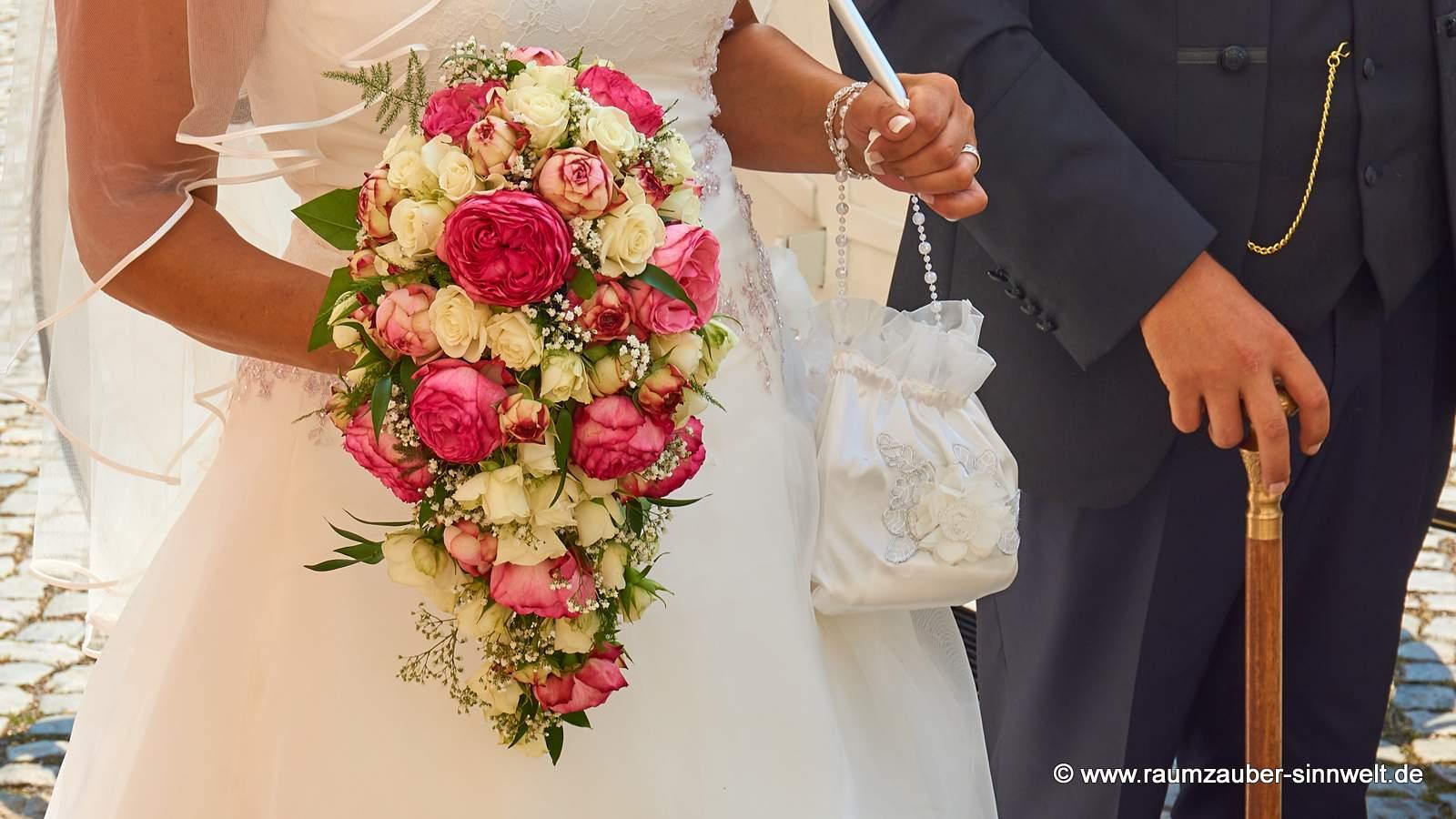Brautstrauß mit Rosen