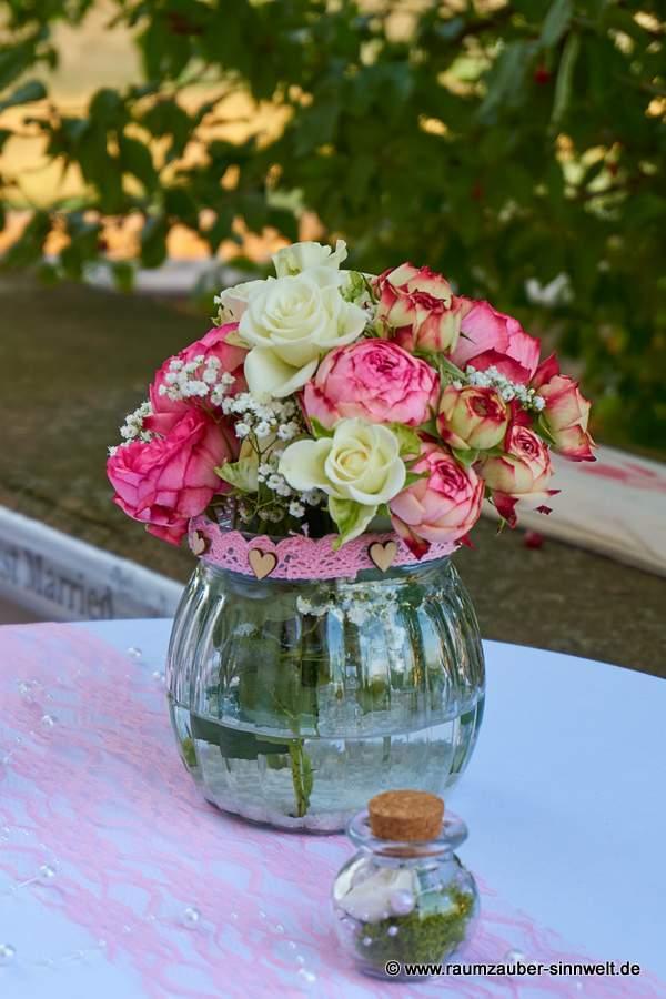 Tischdekoration mit Rosen