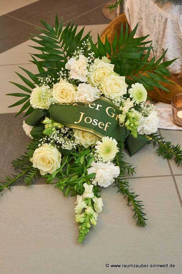 Trauerstrauß mit Rosen, Nelken und Gerbera