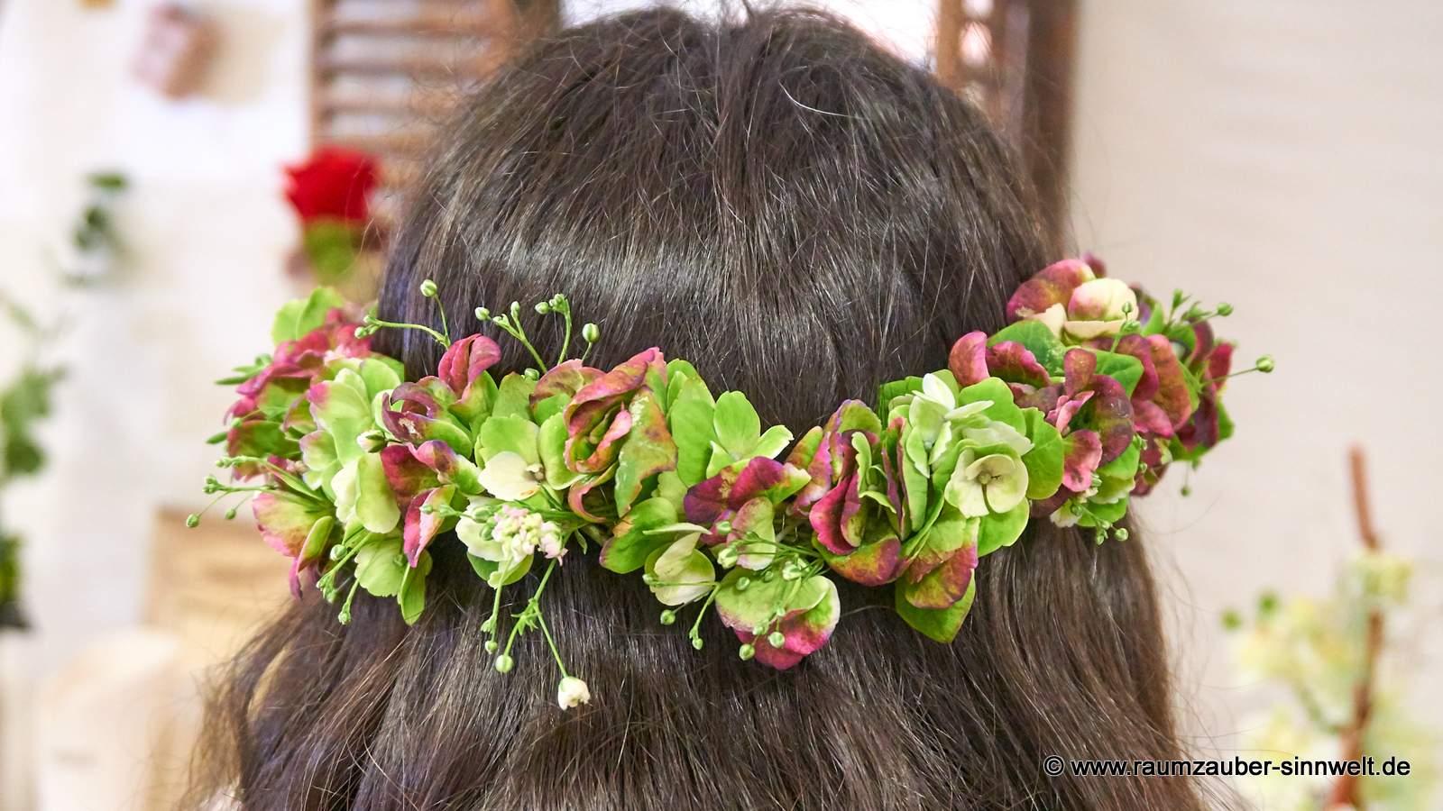 Haarschmuck mit Hortensienblüten