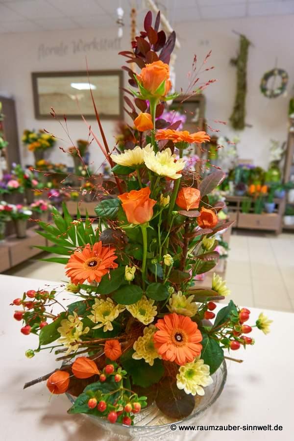 Blumengesteck mit Rosen und Gerbera