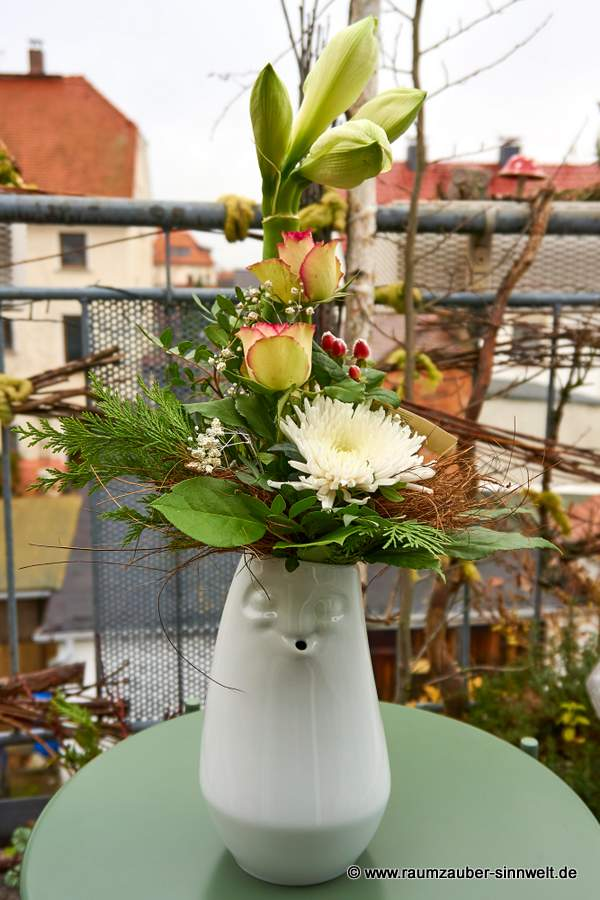FIFTYEIGHT PRODUCTS entspannte Vase mit Blumenarrangement