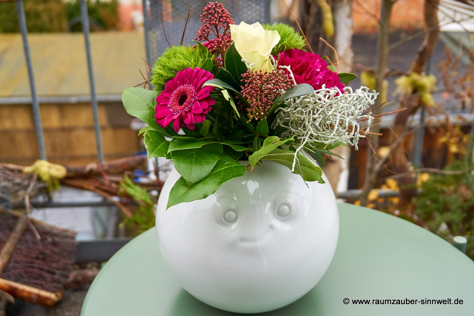 FIFTYEIGHT PRODUCTS Vase amüsiert mit Blumenarrangement