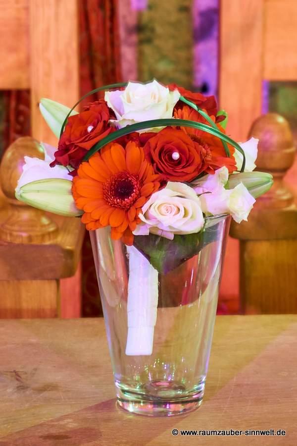 Wurfstrauß mit Lilien, Rosen und Gerbera
