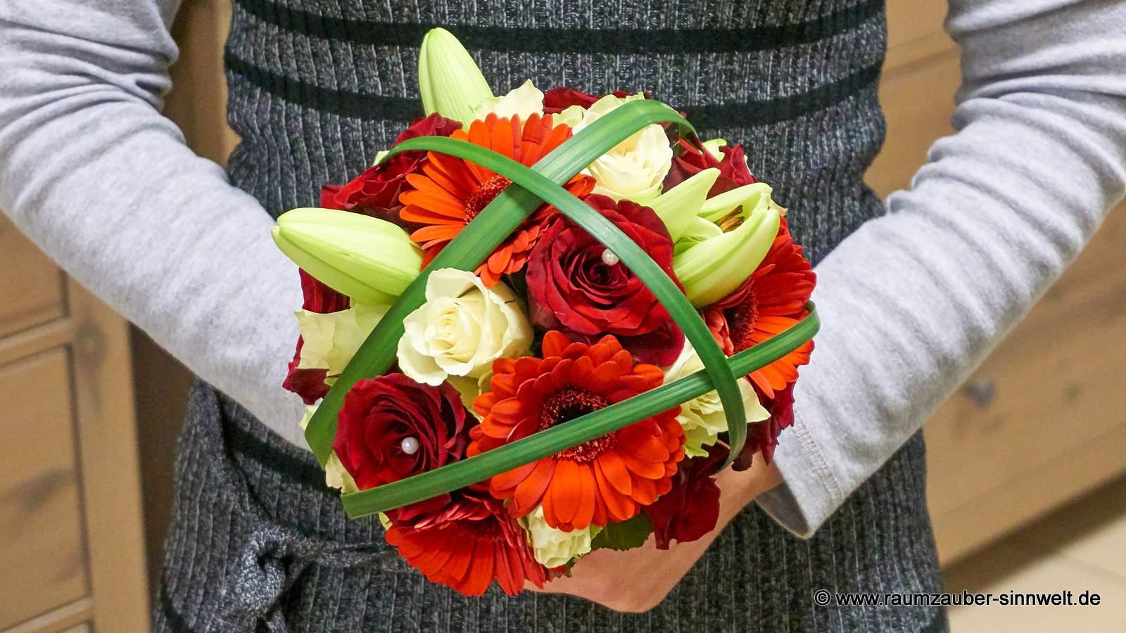 Brautstrauß mit Lilien, Rosen und Gerbera