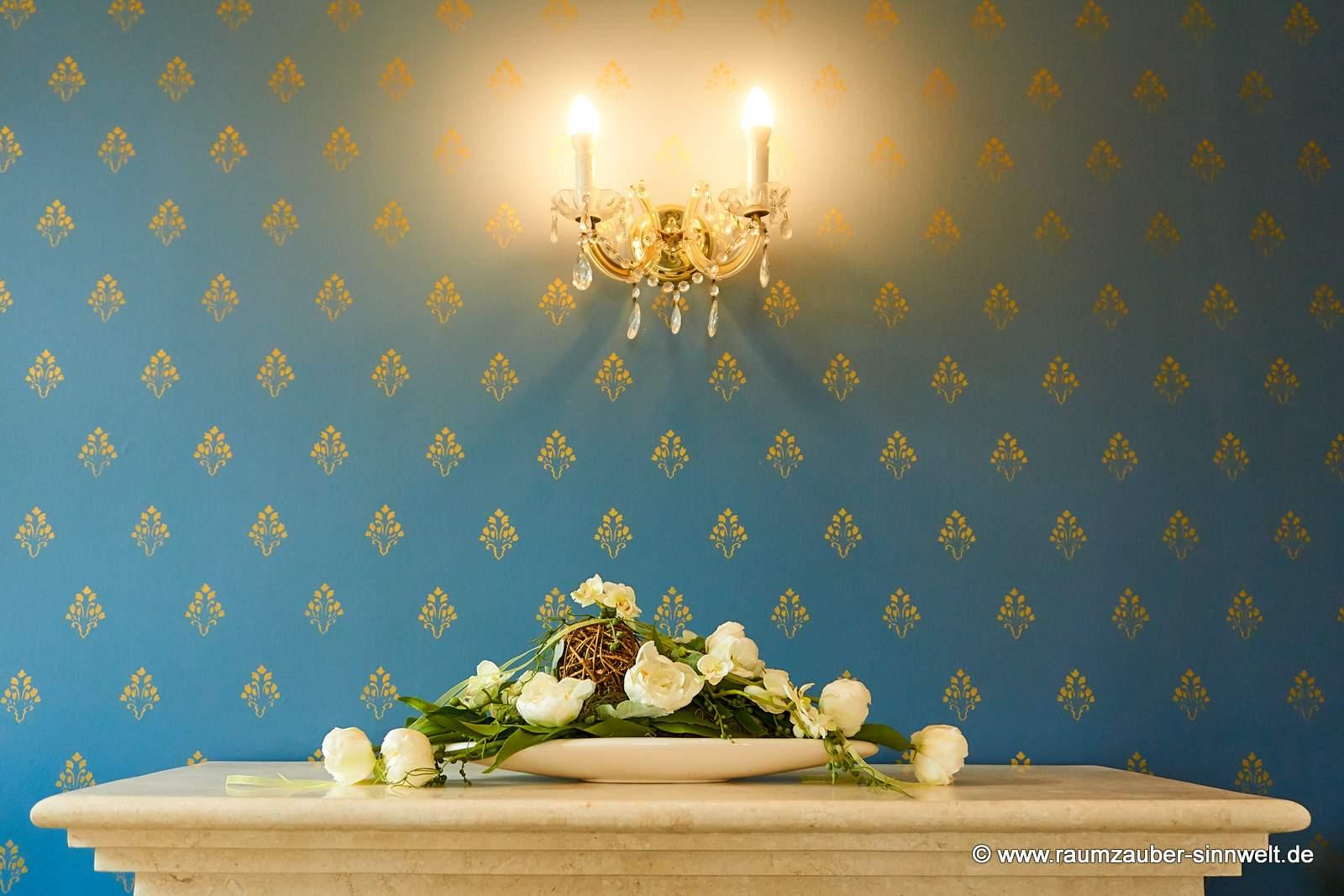 stilvolles Trockengesteck in eleganter TIZIANO-Keramik für das Kaminzimmer