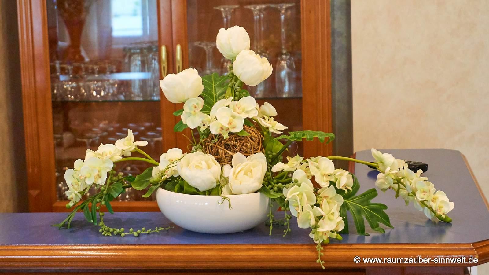 stilvolles Trockengesteck in eleganter TIZIANO-Keramik für die Bar